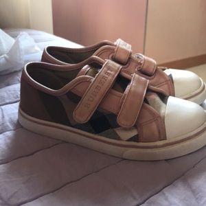 Kids Burberry tennis shoes size 29